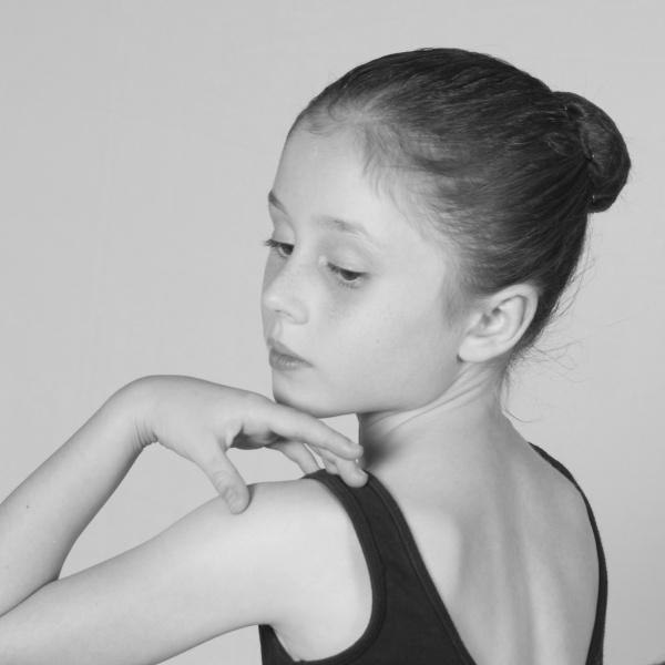 Young Ballerina-600